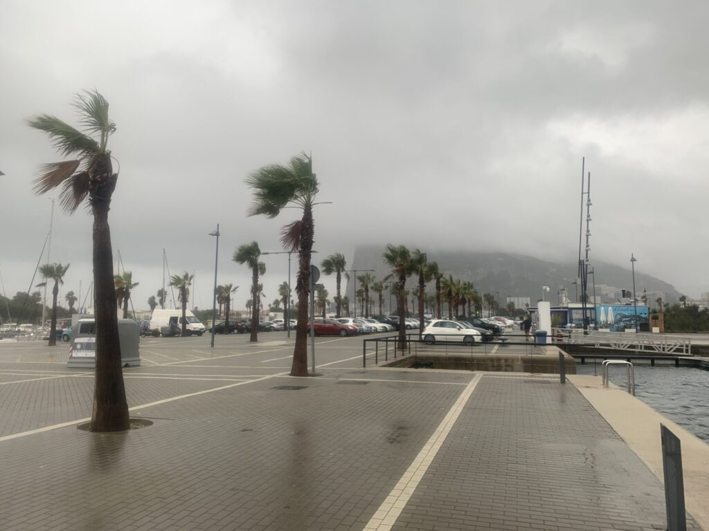 Starkwind mit Regen in Gibraltar